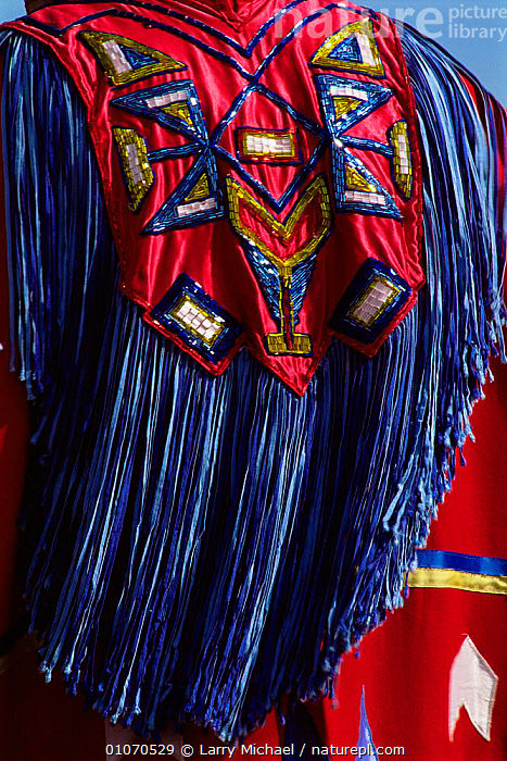 Traditional style costume of Native American, Wisconsin, USA  ,  clothing,COLOURFUL,CULTURES,NORTH AMERICA,PEOPLE,TRADITIONAL,TRIBES,USA,VERTICAL  ,  Larry Michael