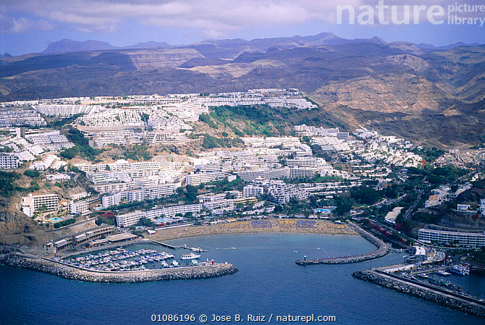 Puerto Rico town and harbour, Gran Canaria, Canary Isles, Spain  ,  AERIAL,BUILDINGS,CANARIES,CITIES,COASTS,DEVELOPMENT,EUROPE,HARBOUR,HORIZONTAL,ISLES,JRU,LANDSCAPES,MARINA,POPULATION,PUERTO,SEA,SPAIN,TOWN,TOWNS ,AERIALS,CANARY ISLANDS  ,  Jose B. Ruiz