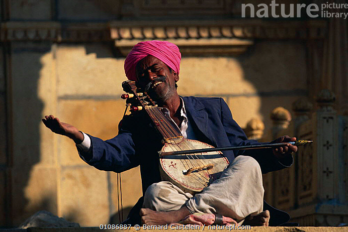 Folksinger playing stringed musical instrument, Jaisalmer, Rajasthan, India  ,  ASIA,ENTERTAINER,HORIZONTAL,INDIAN SUBCONTINENT,MAN,MUSIC,MUSICIAN,PEOPLE,SINGER,SINGINGTRADITIONAL,INDIAN-SUBCONTINENT,INDIA  ,  Bernard Castelein