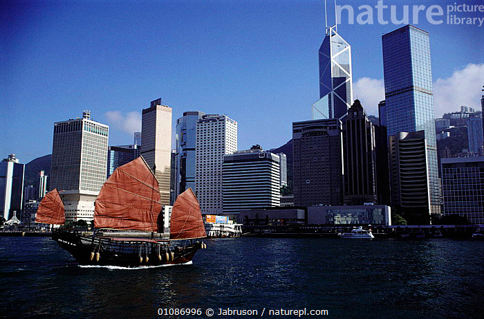 Hong Kong harbour and ocean front with traditional boat or junk Kowloon, Hong Kong, China, ASIA,BDA,BOATS,BUILDINGS,CITIES,COASTS,FLATS,HARBOUR,HIGH RISE,HORIZONTAL,JUNK,LANDSCAPES,MARINA,MODERN,SEA,SKYSCRAPERS , Bruce Davidson, Jabruson