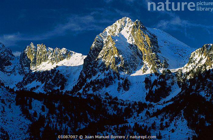 Sunlight on mountain peaks, Aigues Tortes, Estany St Maurici NP, Pyrenees, Catalonia, Spain  ,  EUROPE,LANDSCAPES,MOUNTAINS,NP,RESERVE,shadow,SNOW,SPAIN,National Park  ,  Juan Manuel Borrero