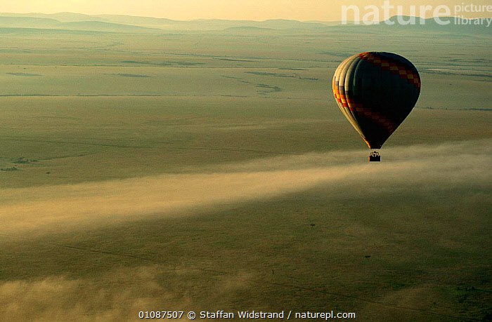 Hot air balloon over Masai Mara Game Reserve savanna, ecotourism, Kenya East Africa  ,  BALLOONS,CLOUDS,HOLIDAYS,LANDSCAPES,PEOPLE,TOURISM,TOURISTS,TRAVEL,Concepts,Weather,Africa,EAST-AFRICA,Catalogue1  ,  Staffan Widstrand