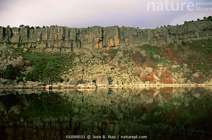 Rock cliffs around the Black lake, Pico Urbion, Soria, Spain, EUROPE,LAKES,LANDSCAPES,ROCK FORMATIONS,SPAIN,Geology, Jose B. Ruiz