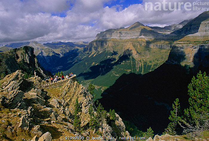 Group of people at view point Ordesa valley, Pyrenees NP, Huesca, Spain, GROUPS,HORIZONTAL,JRU,LANDSCAPES,MOUNTAINS,NATIONAL PARK,NP,ORDESA,PEOPLE,PYRENEES,RESERVE,STRIATIONS,TOURISM,VALLEY,VIEW,VISITOR,Europe, Jose B. Ruiz