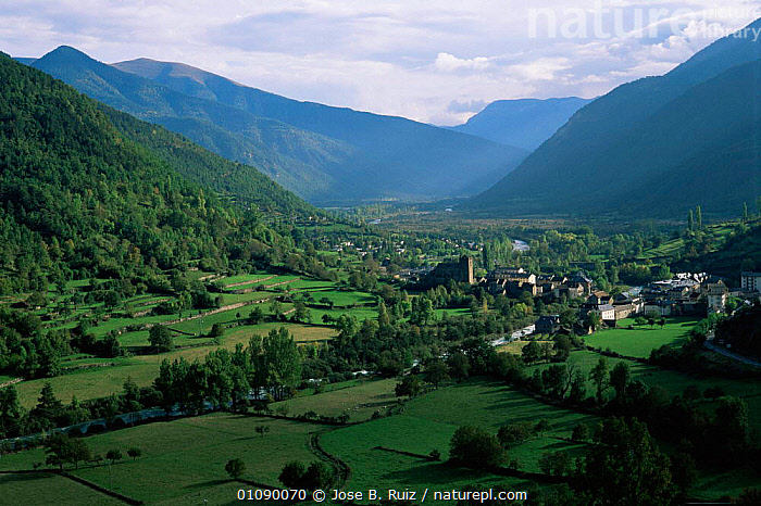 Village beside river in valley landscape. Broto, Pynenees, Heusca, Spain, EUROPE,FARMLAND,HORIZONTAL,LANDSCAPES,RIVERS,SPAIN,VALLEYS, Jose B. Ruiz