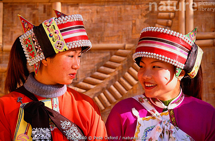 Sani women in traditional costume (ethnic minority) Shilin, Yunnan, China  ,  ASIA,CLOTHING,COLOURFUL,COSTUME,CULTURES,ETHNIC,FEMALES,HATS,HORIZONTAL,PEOPLE,PO,TRADITIONAL,TRAVEL,TRIBES,TWO,WOMAN,WOMEN,CHINA  ,  Pete Oxford