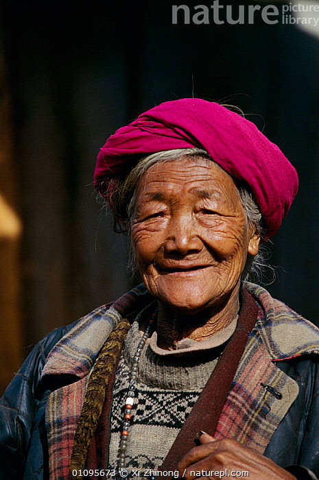 Woman from Dai ethnic group Yunnan, China  ,  35,ASIA,DAI,ETHNIC,GROUP,HAT,HATS,LADY,NONG,PEOPLE,PORTRAITS,TRIBES,VERTICAL,XI,XZ,ZHI,CHINA  ,  Xi Zhinong