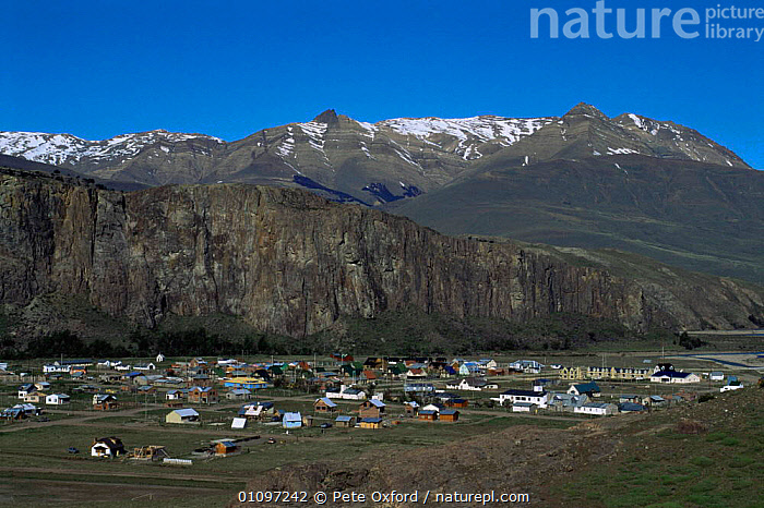 Chalten, at the base of Fitzroy Massif, Patagonia, Argentina, South America, ANDES,BUILDINGS,HIGHLANDS,HOMES,LANDSCAPES,MOUNTAINS,POPULATION,SETTLEMENT,SOUTH AMERICA,SOUTH-AMERICA, Pete Oxford