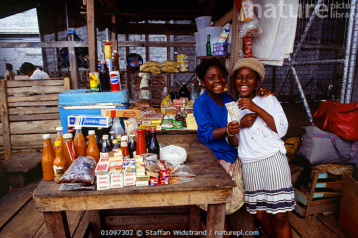 Two girls at market stall, Georgetown, Guyana, South America, AMERICA,CHILDREN,JOB,JUVENILE,LANDSCAPES,MALES,PEOPLE,SHOP,YOUNG,SOUTH-AMERICA, Staffan Widstrand