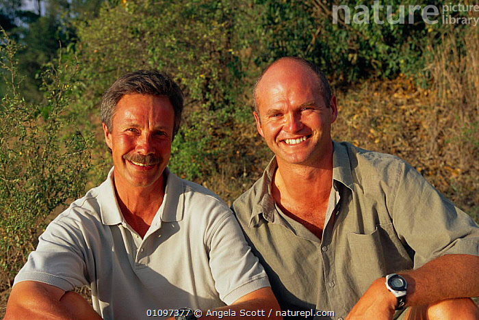 Jonathon Scott (left) and Simon King presenters of Big Cat Diary, Masai Mara NR Kenya 2000, AFRICA,ASC,BBC,EAST AFRICA,FILMING,IN,WILD,FILMING,HORIZONTAL,NR,PEOPLE,PORTRAIT,PORTRAITS,PRESENTER,PROGRAMME, Angela Scott
