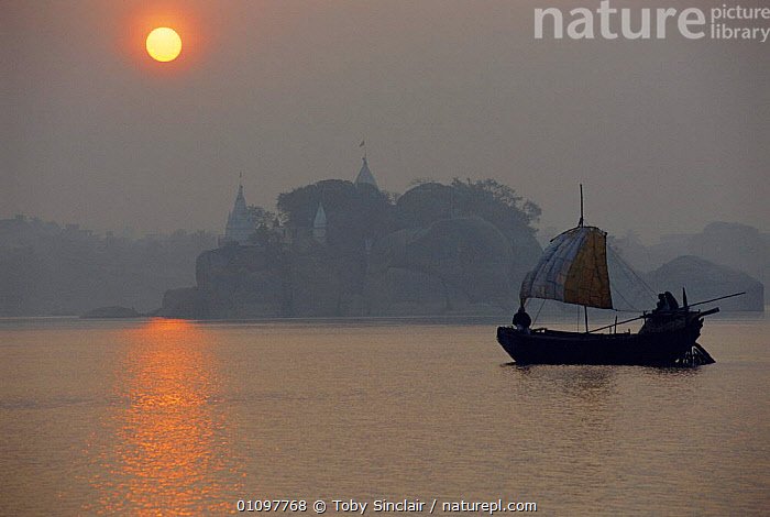 Dawn over River Ganga Kahalgaon, Bihar, India, ISLAND,BOATS,INDIAN SUBCONTINENT,SUNRISE,BOATS,LANDSCAPES,RIVERS,LANDSCAPE,REFLECTION,ASIA,SUN,INDIA,INDIAN-SUBCONTINENT, Toby Sinclair