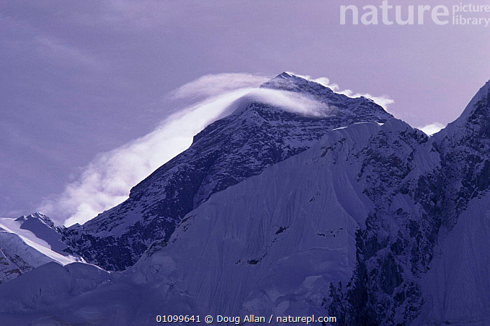 Lentincular banner clouds over summit of Mount Everest, Everest-Sagarmatha NP, Nepal  ,  ASIA,COLD,himalayas,LANDSCAPES,MOUNTAINS,RESERVE,SNOW,WEATHER,WIND  ,  Doug Allan
