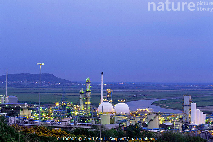 Rock Savage Powerstation at night, Shell Oil Refinery, Ellesmere Port Wirral, Cheshire, UK  ,  BUILDINGS,COASTS,ENERGY,ENGLAND,EUROPE,INDUSTRY,LANDSCAPES,LIGHTS,NIGHT,UK,United Kingdom,British, United Kingdom, United Kingdom  ,  Geoff Scott-Simpson