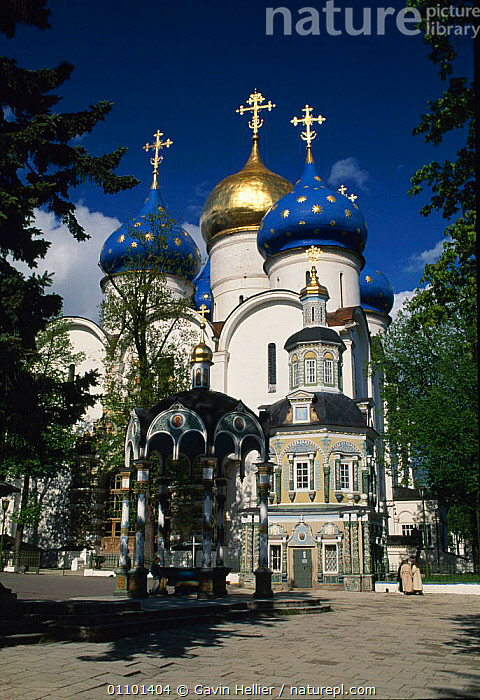 The Trinity St. Sergiy Larva Monastery at Sergiev Posad, Near Moscow, Russia  ,  ARCHITECTURE,BUILDING,BUILDINGS,CHRISTIAN,CHURCES,CHURCH,DOME,DOMES,EUROPEAN,FAMOUS,GHE,GOLD,LANDMARKS,LANDSCAPES,NEAR,ORNATE,ORTHODOX,POSAD,RELIGION,RELIGIOUS,RUSSIAN,SCENICS,TRAVEL,VERTICAL ,CHURCHES,CIS  ,  Gavin Hellier