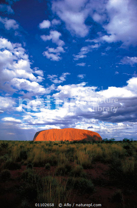 Y-6204 Ayers rock, Uluru NP, Northern Territory, Australia.  ,  AFLO,CATALOGUE,CLOUDS,DESERT,DESERTS,DRAMATIC,FORMATIONS,GEOLOGY,HORIZONTAL,LANDMARK,LIGHT,NATIONAL PARK,NATURE CATALOGUE,NP,RESERVE,ROCK,ROCK FORMATIONS,TRAVEL,ULURU,VERTICAL,WEATHER,Y 6204  ,  Aflo