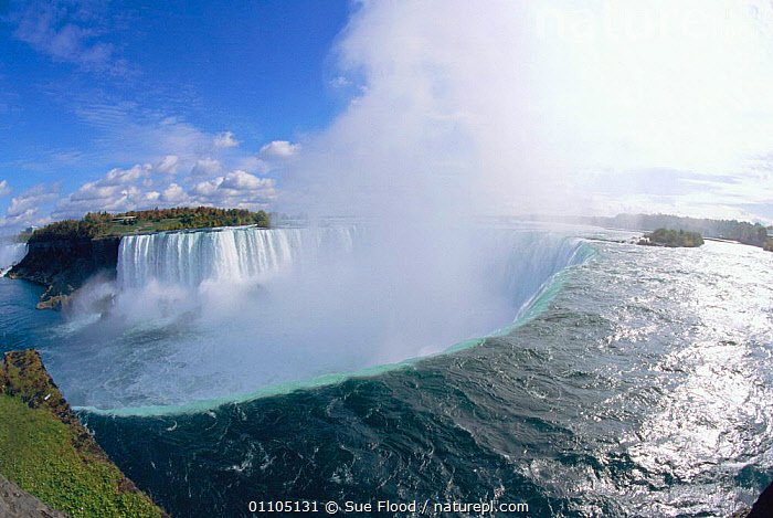 Niagara falls, Ontario, Canada.  ,  CONCEPTS,HORIZONTAL,IMAGE,LANDSCAPE,LANDSCAPES,NORTH AMERICA,POWER,POWERFUL,RIVER,RIVERS,SCENIC,SCENICS,SF,SPRAY,WATER,WATERFALL,WATERFALLS,WIDE ANGLE,CANADA  ,  Sue Flood