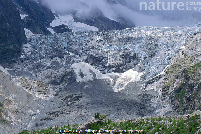 Glacier in mist, Mont Blanc, Alps, Italy  ,  ALPS,GEOLOGY,GLACIERS,HORIZONTAL,ICE,LANDSCAPES,Europe  ,  Philippe Clement