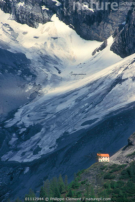 Mountain refuge in the Alps, Italy  ,  ALPS,BUILDINGS,ISOLATED,ISOLATION,LANDSCAPES,MOUNTAINS,SNOW,VERTICAL,Europe  ,  Philippe Clement