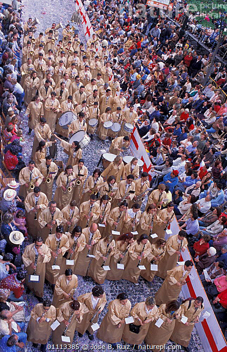 'Moros y Cristianos' festival, Entrance of the Moors, Alcoy, Alicante, Spain, 2003  ,  CELEBRATIONS,MOORISH,PEOPLE,CHRISTIANS,CITIES,FESTIVALS,TRADITIONAL,PARADE,LANDSCAPES,GUNS,ARMIES,Europe  ,  Jose B. Ruiz