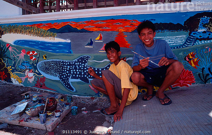 Children in  front of  wall mural painting during Donsol whale shark festival, Donsol, Philippines. 2003  ,  ASIA, CELEBRATION, CELEBRATING, TRADITIONAL, VILLAGE, VILLAGES, WHALE SHARK, ASIAN, CRAFTS, INDIGENOUS, PEOPLE, CULTURE, CULTURAL,SOUTH-EAST-ASIA ,Tribes,  ,  Jurgen Freund