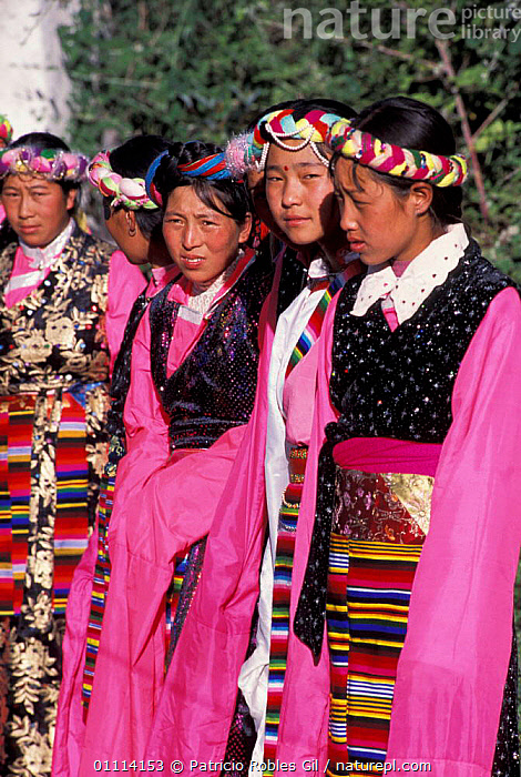 Tibetan women in national costume, Kegu village, Yunnan province, China, 2002  ,  TRADITIONAL,TRIBES,LANDSCAPES,COLOURFUL,PEOPLE,ASIA,CHINA  ,  Patricio Robles Gil