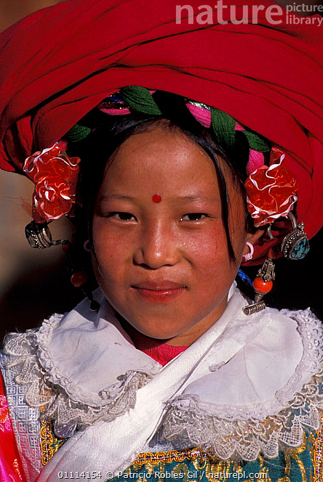 Tibetan woman portrait in national costume, Kegu village, Yunnan province, China, 2002  ,  PORTRAITS,PEOPLE,TRIBES,COLOURFUL,ASIA,TRADITIONAL,LANDSCAPES,CHINA  ,  Patricio Robles Gil