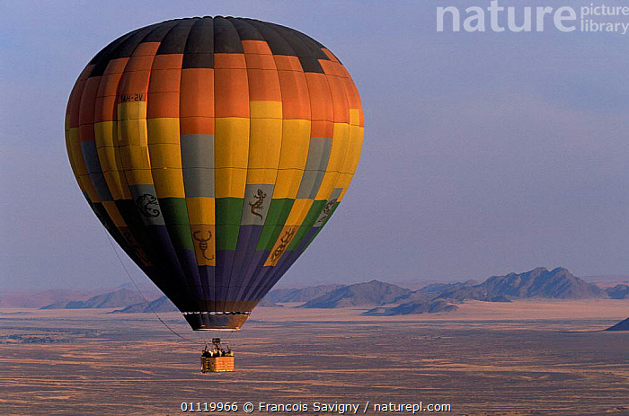 Hot air balloon over dried river in Namib desert, Sossusvlei NP, Namibia  ,  SOUTHERN AFRICA,LEISURE,RESERVE,DESERTS,DRY SEASON,RIVERS,LANDSCAPES  ,  Francois Savigny