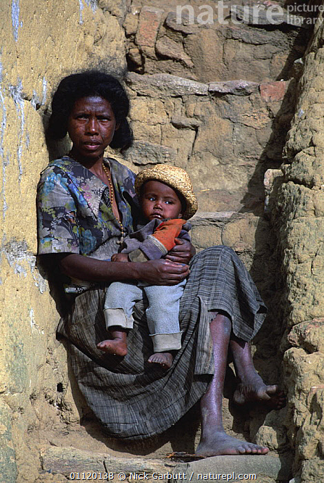 Mother with child, Antany fotsy village, near Andringitra, Madagascar  ,  AFRICA,BABIES,BABY,CHILD,FAMILIES,MADAGASCAR,MOTHER,PEOPLE,PORTRAITS,VERTICAL  ,  Nick Garbutt