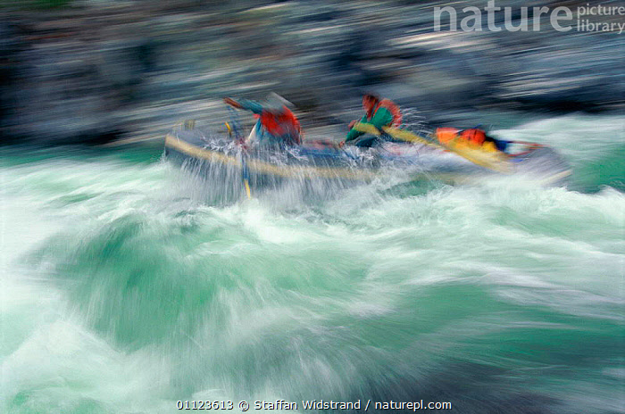 White water river rafting, Yukon, Canada.  ,  ACTION,ADVENTURE,BOATS,LANDSCAPES,LEISURE,NORTH AMERICA,PEOPLE,RIVERS,SPRAY,concepts,Catalogue1  ,  Staffan Widstrand