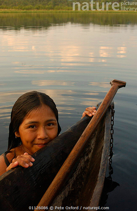 Quechua indian, A�angu Community, Yasuni NP, Napo River, Ecuador  ,  BOATS,CANOE,LANDSCAPES,PEOPLE,RIVERS,TRADITIONAL,TRIBES,TROPICAL RAINFOREST,VERTICAL  ,  Pete Oxford