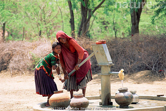 Villagers pumping water, Sirohi district, Rajasthan, India  ,  LANDSCAPES,IRRIGATION,PEOPLE,POTS,PUMP,ASIA,TRADITIONAL,VILLAGES,INDIAN-SUBCONTINENT,INDIA  ,  Toby Sinclair