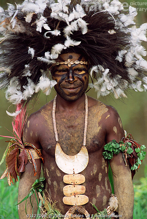 Man of the Kundiman tribe, Karawari river, Sepik, Papua New Guinea, 2001  ,  TRIBES,PORTRAITS,PAPUA NEW GUINEA,PEOPLE,LANDSCAPES,FEATHERS,WEST-AFRICA  ,  Patricio Robles Gil