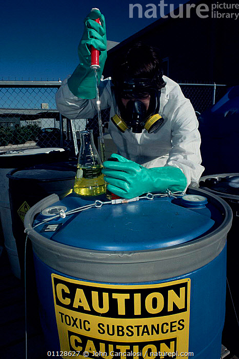 Research worker field testing toxic waste, Arizona, USA., VERTICAL,USA,NORTH AMERICA,POISONOUS,PEOPLE,DANGER, John Cancalosi