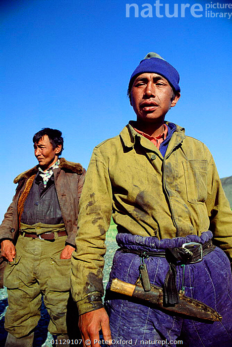 Yupik eskimos, Yttygran island, Whale bone alley, off Chukotka, E Siberia, Russia, VERTICAL,UMIAK,TRIBES,TRADITIONAL,COASTS,ARCTIC,FISHING,ASIA,LANDSCAPES,PEOPLE,CIS, Pete Oxford