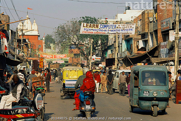 Normal busy street scene, Old Town, Delhi, India  ,  ASIA,CITIES,LANDSCAPES,PEOPLE,ROADS,shops,TRADE,TRAFFIC,URBAN,VEHICLES,INDIAN-SUBCONTINENT  ,  Staffan Widstrand
