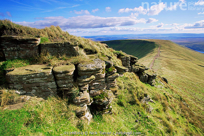 Red sandstone stratification in Brecon Beacons NP, Pen Y Fan, Powys, Wales, UK  ,  EUROPE,HIGHLANDS,LANDSCAPES,MOORLAND,RESERVE,rock formations,UK,United Kingdom,Geology,British,WALES,GettyBOV  ,  Nick Turner
