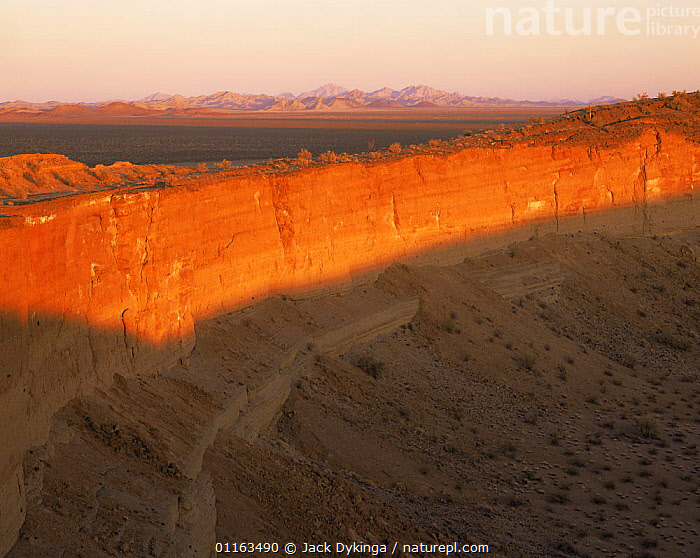 Cerro Colorado Crater at sunset, Biosphere Reserve of Pinacate and Gran Desierto Altar, Sonoran desert, Mexico  ,  CENTRAL AMERICA,CLIFFS,DESERTS,LANDSCAPES,MEXICO,RESERVE,VERTICAL,VOLANCOES,Geology,CENTRAL-AMERICA  ,  Jack Dykinga