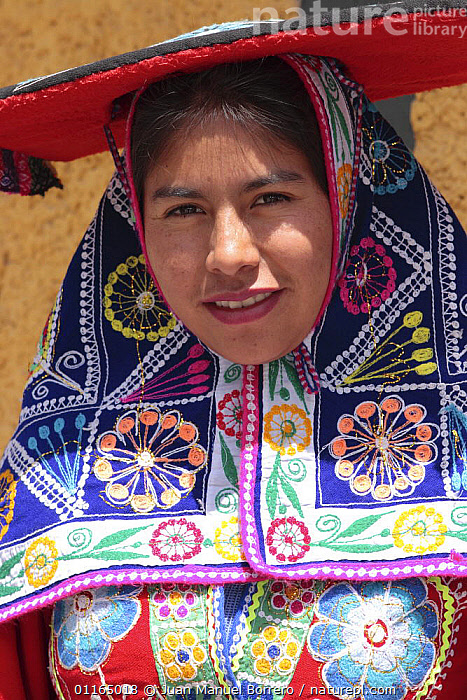 Indian woman wearing traditional dress, Cusco, Peru, 2006  ,  ANDES,CULTURES,PEOPLE,PORTRAITS,SOUTH AMERICA,VERTICAL,SOUTH-AMERICA  ,  Juan Manuel Borrero