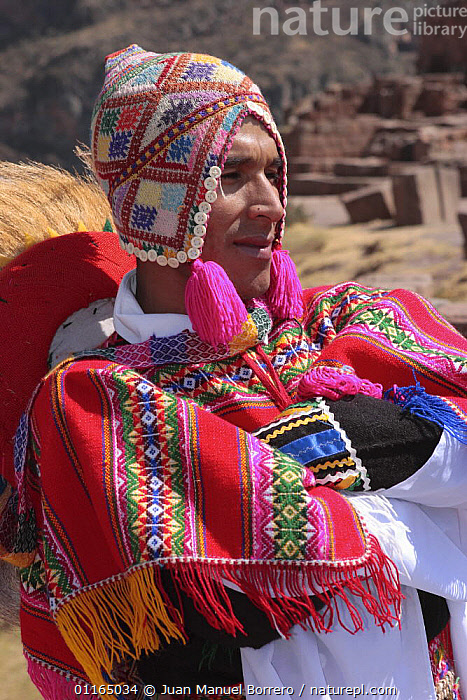 Indian man in traditional dress and hat, Pisac, Sacred Valley, Peru 2006.  ,  ANDES,CULTURES,PEOPLE,PORTRAITS,SOUTH AMERICA,VERTICAL,SOUTH-AMERICA  ,  Juan Manuel Borrero