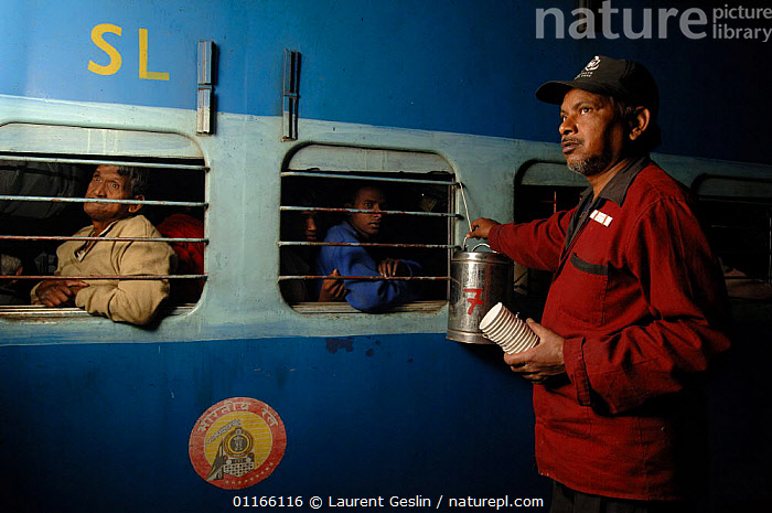 Man selling Massala chai (tea) to travellers at Bharatpur railway station, Rajasthan, India 2006  ,  ASIA,INDIA,PEOPLE,TRADE,TRAINS,TRANSPORT,INDIAN-SUBCONTINENT,Catalogue1F  ,  Laurent Geslin