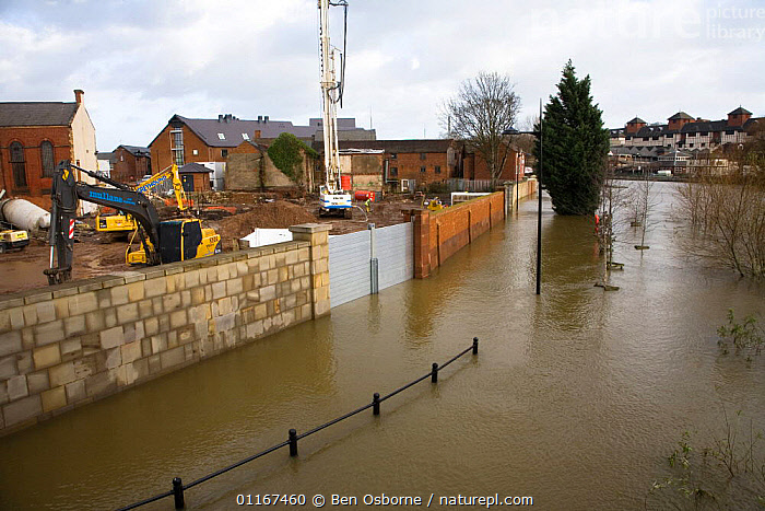Flood barrier keeps flood water from construction site of new buildings beside flooded River Severn, Shrewsbury, Shropshire, UK, winter 2006/7  ,  BUILDINGS,CITIES,EUROPE,FLOOD,FLOODING,FLOODS,GLOBAL WARMING,RIVERS,UK,WEATHER,United Kingdom,British,ENGLAND, United Kingdom, United Kingdom  ,  Ben Osborne