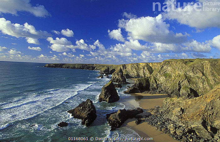 Bedruthan Steps, north coast of Cornwall, England, UK  ,  CLIFFS,CLOUDS,COASTS,EUROPE,LANDSCAPES,MOUNTAINS,ROCK FORMATIONS,SEA,UK,WATER,WAVES,United Kingdom,Weather,Geology,British,ENGLAND  ,  David Noton