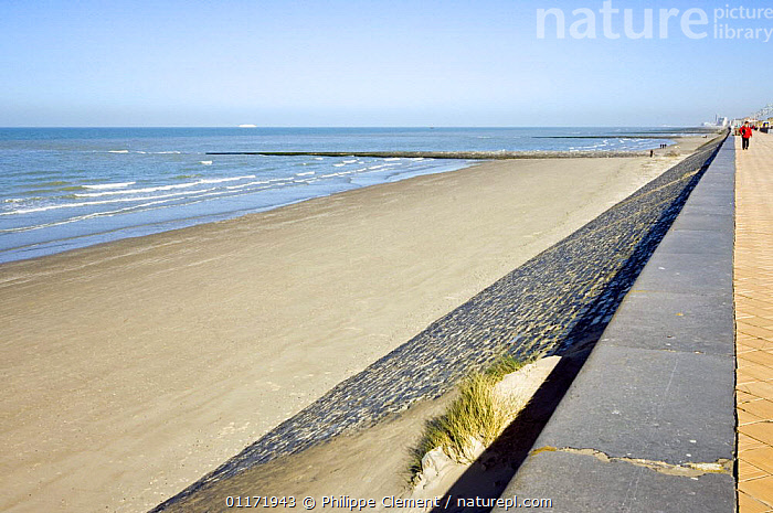 North Sea, beach and sea dyke, Ostend, Belgium  ,  BEACHES,COASTS,CONSTRUCTIONS,DEFENSE,DEFENSES,DYKES,EROSION,EUROPE,STONE WALLS  ,  Philippe Clement