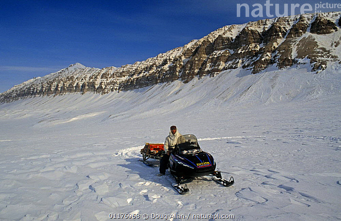 BBC NHU film crew travelling by snow mobile / skidoo in search of Polar bears, on location for 'Blue planet', Svalbard, Norway, 1997  ,  ARCTIC,FILMING IN WILD,LANDSCAPES,NHU,NORWAY,PEOPLE,SCANDINAVIA,SNOW,TRANSPORT,VEHICLES,Europe, Scandinavia  ,  Doug Allan