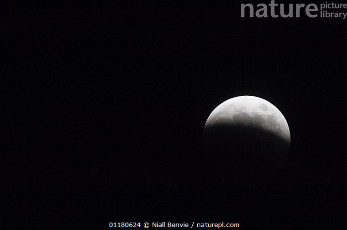 Partial lunar eclipse, March 2007, Scotland, UK, ECLIPSE,EUROPE,MOON,NIGHT,PLANETS,SCOTLAND,SKIES, Niall Benvie