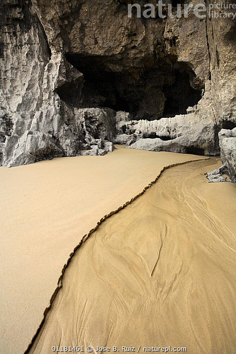 Cave amongst rocks Borizu beach, Celerio, Llanes, Asturias, Spain, at low tide, CAVES,EUROPE,ROCKS,SAND,VERTICAL, Jose B. Ruiz
