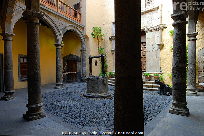 Casa Colon (House Colonic) courtyard with well, canons and pillars. Las Palmas, Gran Canaria, Canary Isles, Spain, September 2007  ,  ATLANTIC ISLANDS,BUILDINGS,CANARIES,CITIES,EUROPE  ,  Fabio Liverani