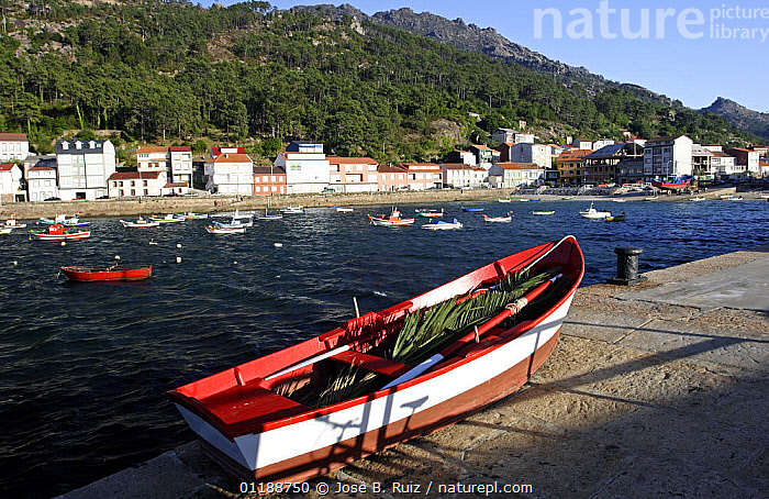 Boat on the quay in the port town of O Pindo, Costa da Morte, Spain  ,  BOATS,COASTS,EUROPE,harbours,LANDSCAPES,piers,SPAIN,TOWNS  ,  Jose B. Ruiz