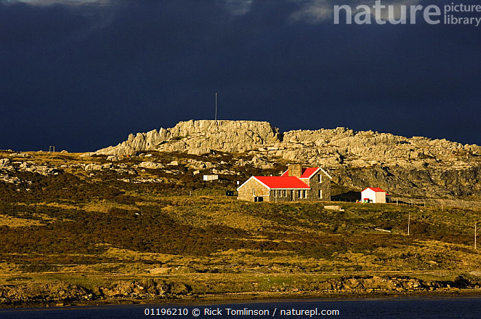 Dramatic light hits the coast to the east of Port Stanley, Falkland Islands, January 2007  ,  ATMOSPHERIC,BUILDINGS,CENTRAL AMERICA,COASTS,DRAMATIC,LANDSCAPES,roof,roofs,SOUTH AMERICA,CONCEPTS,SOUTH-AMERICA  ,  Rick Tomlinson