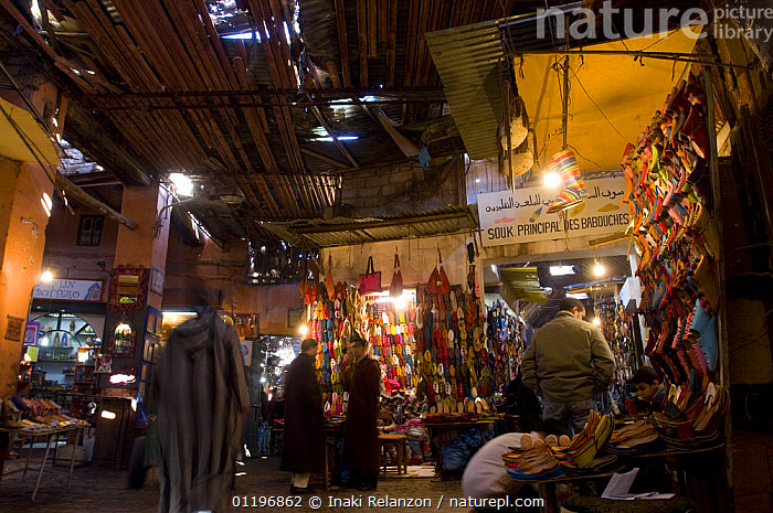 Medina, traditional market with covered narrow streets in the old Marrakech, Morocco, North Africa  ,  AFRICA,CITIES,MARKET,MARKETS,NORTH AFRICA,PEOPLE,SOUK,TRADE,TRADITIONAL,NORTH-AFRICA  ,  Inaki Relanzon